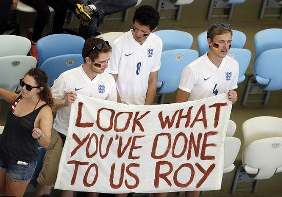 英格兰球迷支持德国队 高举横幅羞辱霍奇森