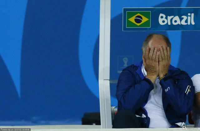 1-7!耻辱惨败巴西队员落泪 德国队致敬遭嘘