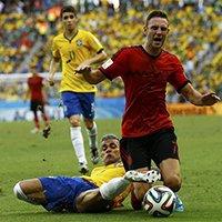 巴西阿尔维斯场上逼抢对手