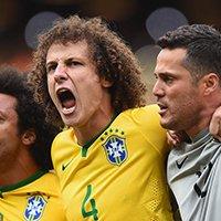 巴西队路易斯唱国歌面目狰狞