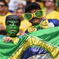 巴西球迷变身绿巨人助阵桑巴军团