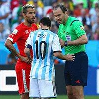 梅西与贝赫拉米发生争执裁判介入
