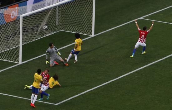 本届世界杯第一粒进球 马塞洛进巴西首粒乌龙