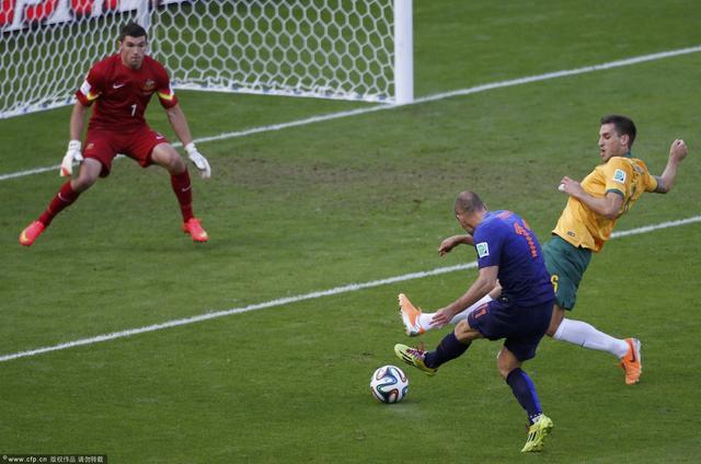 评分:罗本范佩西双星闪耀 荷兰小将替补出彩