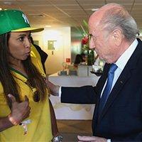 世界足球小姐玛塔现身观战