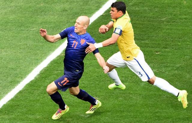 罗本:在巴西比赛是荣誉 下届是否参赛看状态