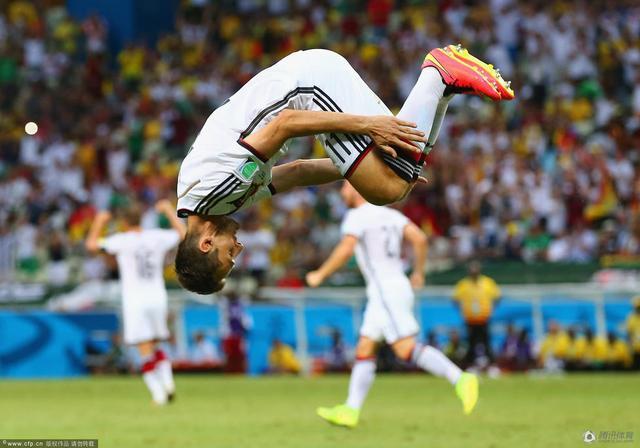 世界杯早报-梅西助阿根廷出线 克洛泽平纪录