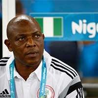尼日利亚主教练凯希凝望赛场