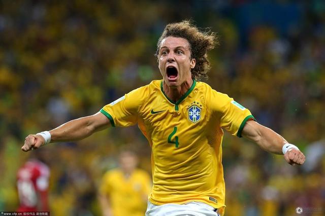世界杯-两中卫破门巴西2-1哥伦比亚 将战德国