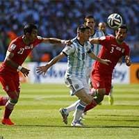 梅西被伊朗两名伊朗球员围防