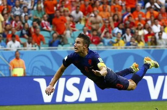 荷兰第一人!世界杯三连斩 有种华丽叫范佩西