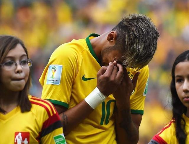内马尔赛后落泪,世界杯之前决定复出,承受了很大的压力