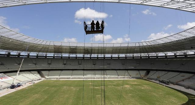 草皮耗损严重 国际足联叫停阿伊赛前踩场训练