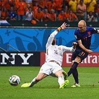 高清:荷兰队罗本左脚抽射反超比分