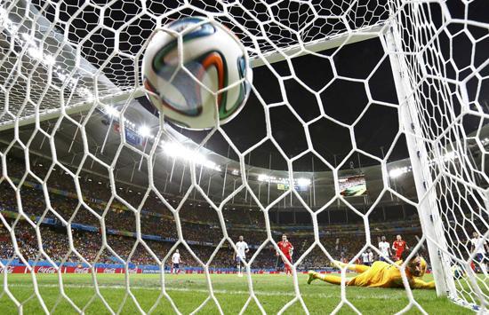 哲马伊利美学般破门 追忆世界杯经典任意球