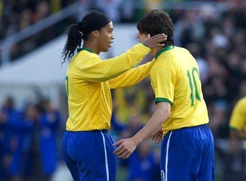 此刻是否怀念卡卡小罗 这么踢巴西真核将累死