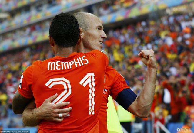 世界杯-荷兰2-0智利锁头名 新星破门罗本助攻