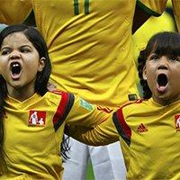 小球童赛前唱国歌情绪激昂