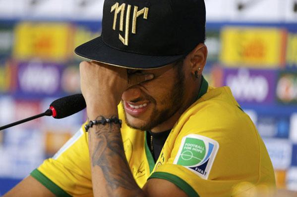 内马尔谈受伤泪洒发布会 称看比赛比踢更难受