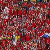 瑞士球迷赛场一角汇成红色海洋