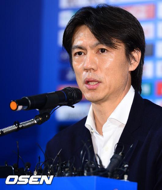 洪明甫正式辞去韩国主帅:为世界杯失利负全责