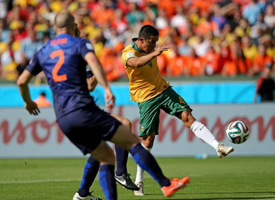 巴西世界杯十佳球:范佩西鱼跃 J罗超级世界波