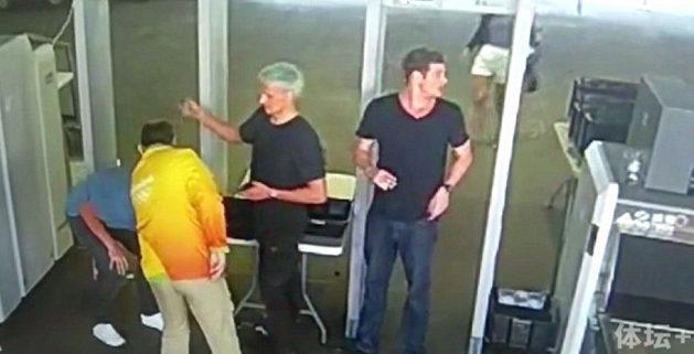罗切特被抢后还笑被疑报假警 队友被禁止离境