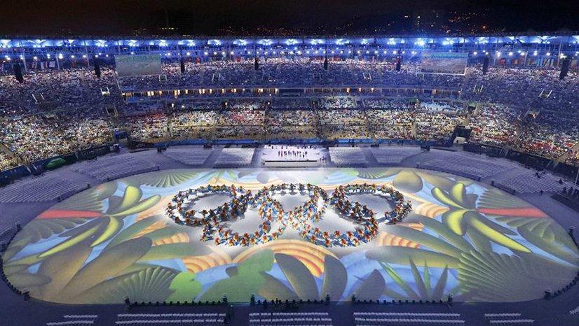 里约奥运会闭幕式 彩色五环燃亮全场