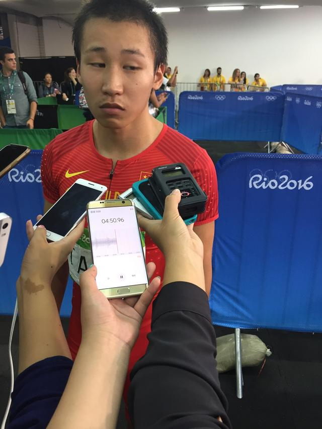 4x100接力博尔特率队三连冠 中国第4美国犯规