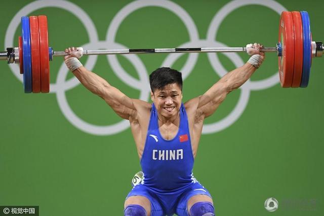 男子举重77公斤级:拉希莫夫折桂 吕小军摘银