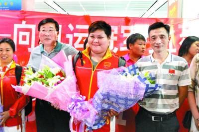 举重冠军孟苏平载誉归乡 盼和家人一起吃饭