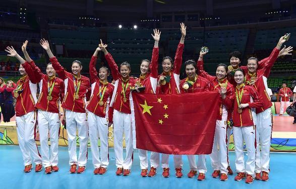 中国女排拿下分量最重金牌 愿传奇永远年轻!