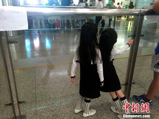 胜过金牌!射击队回国 朱启南双胞胎女儿接机