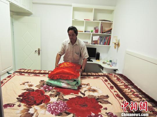 朱婷父母搬新家 订制2.3米长大床等女儿回家