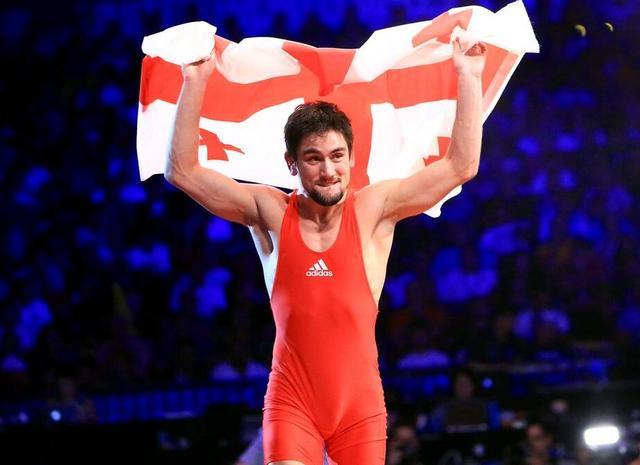 摔跤57kg格鲁吉亚悍将险胜夺金 日本新秀获银