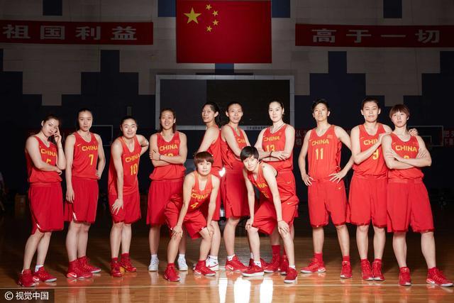 中国女篮将缺席开幕式 小将合影NBA巨星帕克