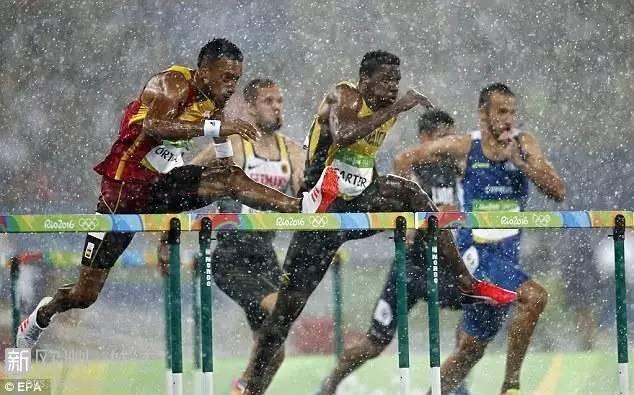大雨瓢泼的里约田径场 成功举办花样摔跤大赛