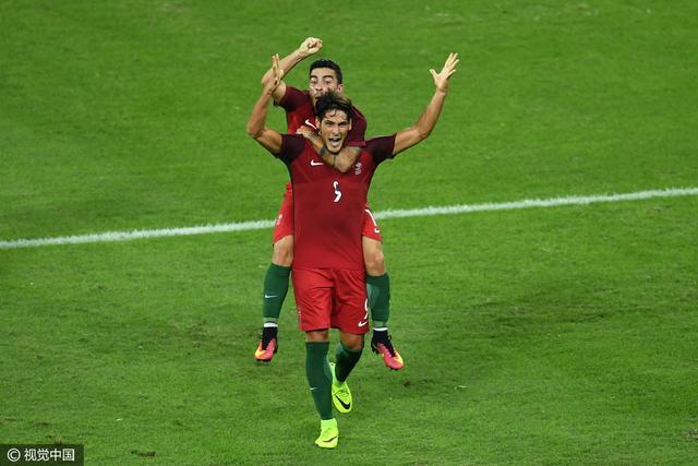 奥运男足-葡萄牙2-0阿根廷 妖锋进球门将送礼