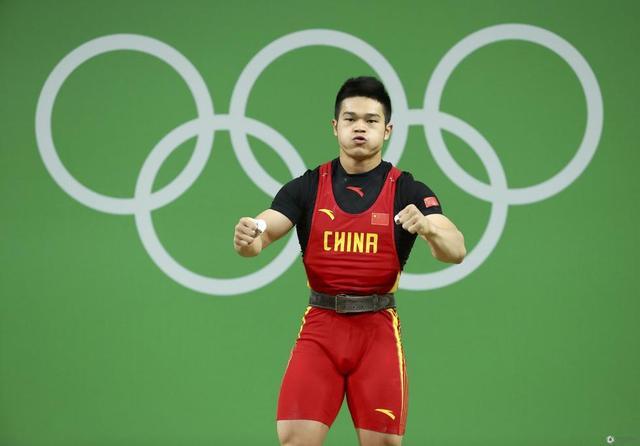 男子举重69公斤级历届冠军表 石智勇霸气夺冠