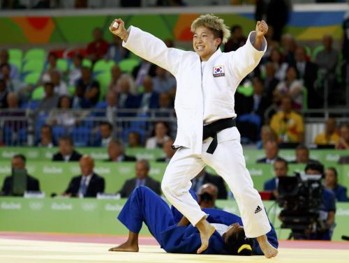 韩奥运女选手血汗痕迹:手粗糙不平难戴戒指