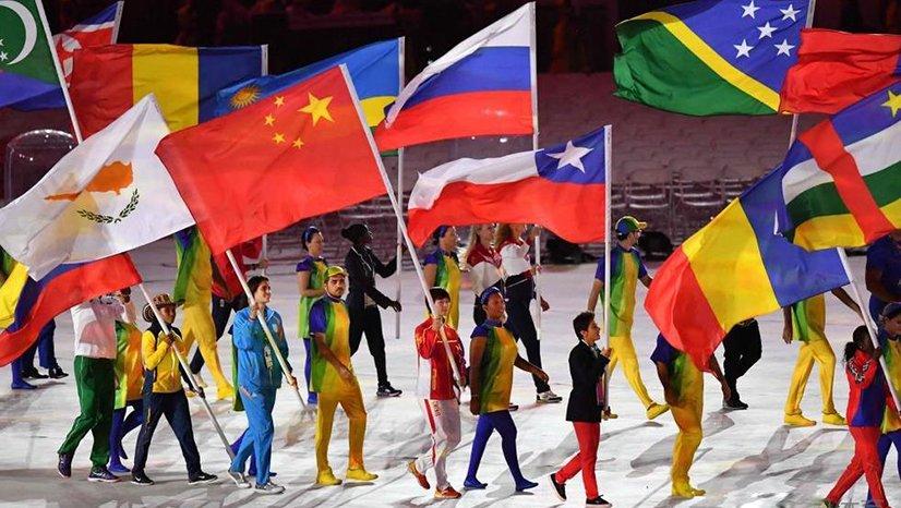 里约奥运会闭幕 丁宁担任旗手微笑入场