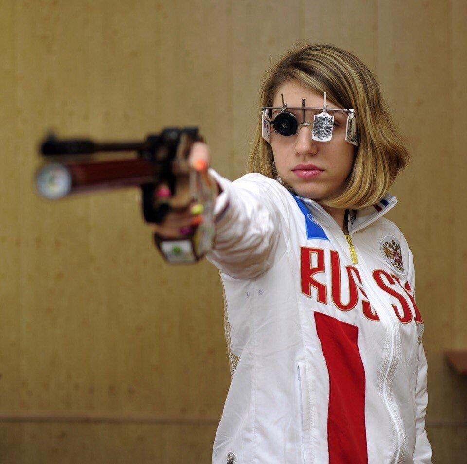 美国智能眼镜强还是俄罗斯射击眼镜强?