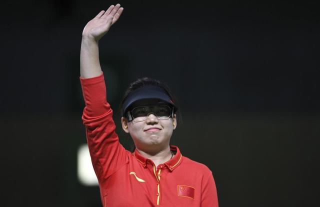 """张梦雪""""射落""""中国首金 父母感叹:她不容易"""