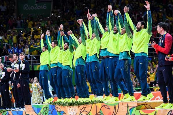 王者之师归来 巴西男排大胜时隔12年再夺金牌