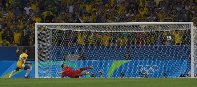内马尔拒演梅西式悲剧 巴萨两巨星点球不同命