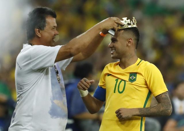 """内马尔戴上冠军""""皇冠"""" 又碰德国巴西笑到最后"""