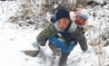 凉山男孩雪中背弟弟
