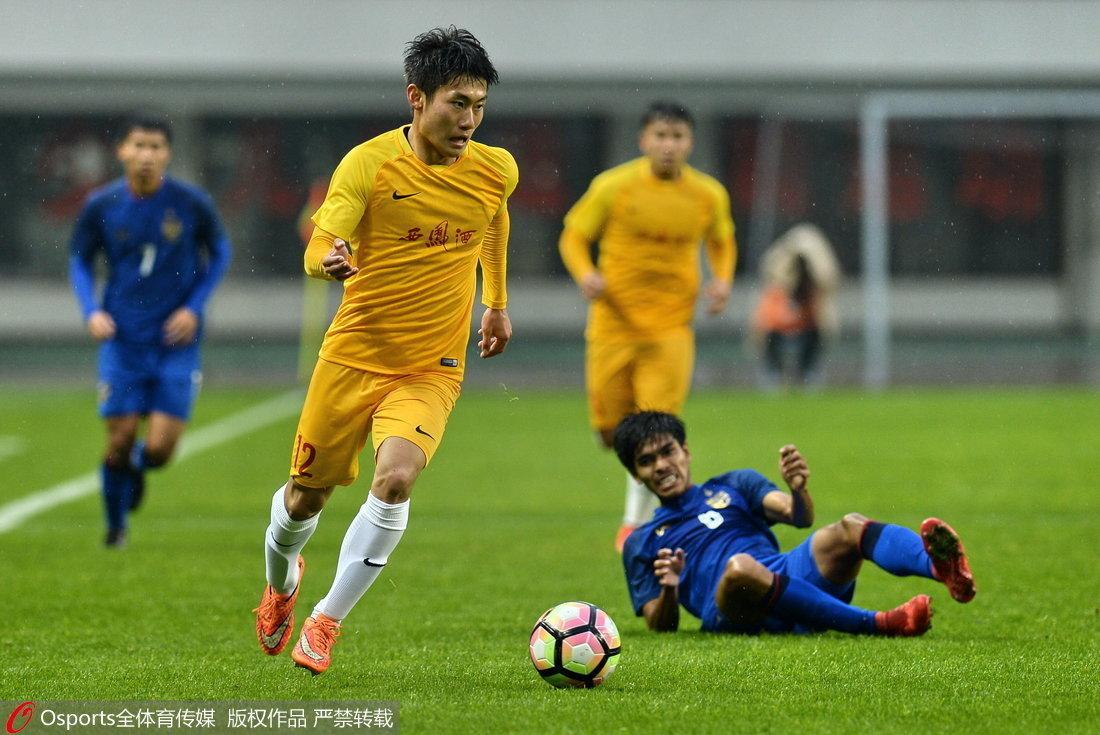 高清:U21选拔队0-0泰国U21 陈立明躲过飞铲