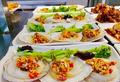 高校食堂推出2元烤扇贝 还有12元小龙虾