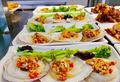 高校食堂推出2元烤扇贝 还有12元麻辣小龙虾